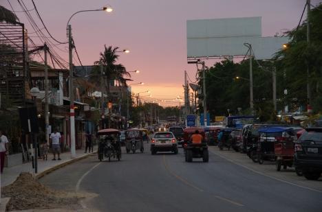 Rue principale de Mancora