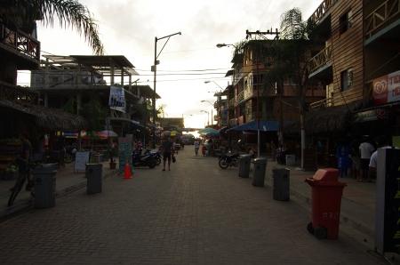 Une des rues de Montanita, capitale de la fiesta !
