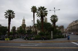 La Plaza de Armas avec au fond, la cathédrale